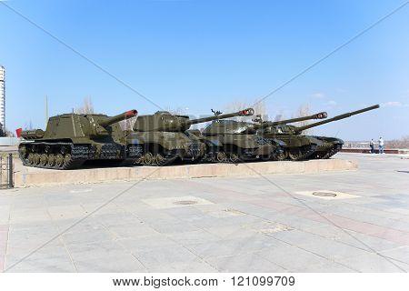 4 Soviet fighting tanks