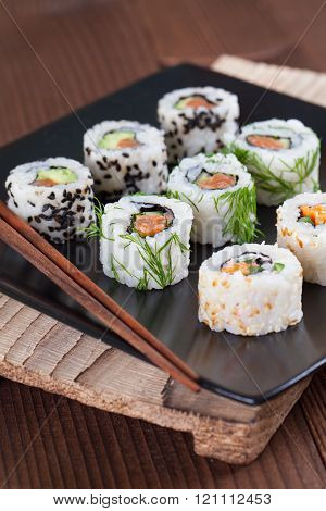 Uramaki sushi set
