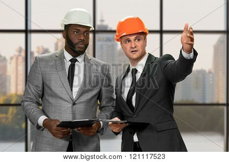 Two construction managers' daytime conversation.