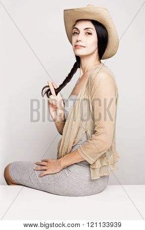 Young woman posing in cowboy hat