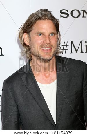 LOS ANGELES - MAR 9:  Noah Huntley at the Miracles From Heaven Premiere at the ArcLight Hollywood Theaters on March 9, 2016 in Los Angeles, CA