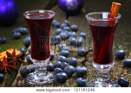 blueberries with hot wine and glasses on old pub table