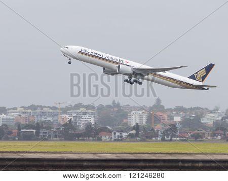 Big Boeing 777-312Er Singapore Airlines