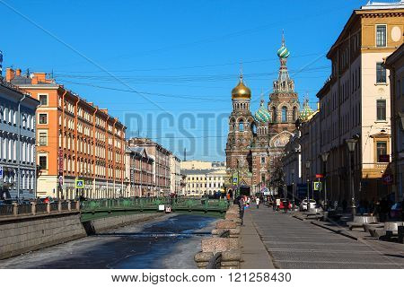 Saint-Petersburg, RUSSIA - Mar 13 2015: City Canal with bridge and The Church of the Savior on Blood