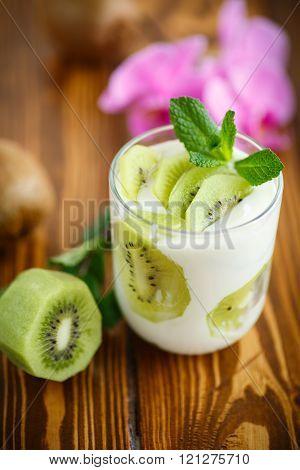 Greek yogurt with kiwi