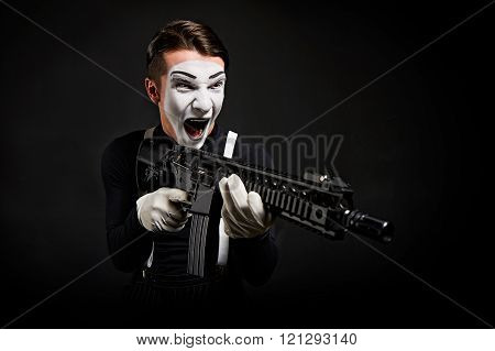 Crazy Mime With Weapon