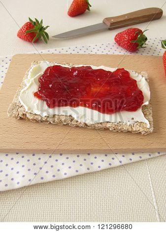 Crispbread with cream cheese and strawberry jam