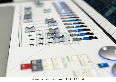 Sliders Of The White Stage Controller