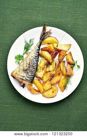 Baked Potato Wedges And Mackerel Fish