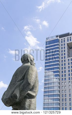 MOSCOW, RUSSIA: Monument to Vladimir Lenin