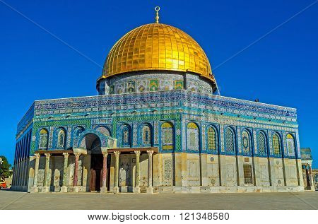 The octagonal Dome of the Rock, with a high cupola, enshrines the sacred rock of Moriah, Jerusalem, Israel.