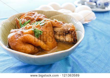 Yunnan pork leg stewed in the gravy with mantou