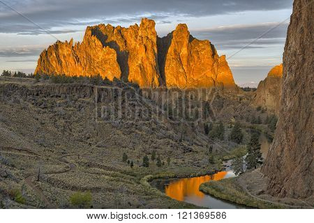 Warm sunlight on Smith Rock in Smith Rock State Park, Oregon.