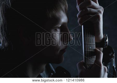 The guy with the guitar in my thoughts about music, Muse and love