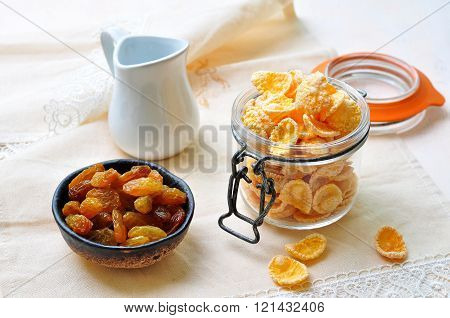 honey corn flakes with raisins and milk