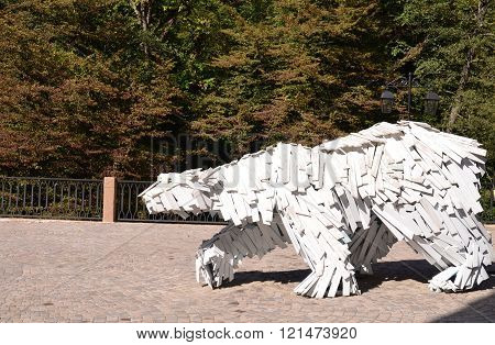 CULTURAL - ETHNOGRAPHIC CENTER MY RUSSIA ROSE FARM SOCHI RUSSIA OCTOBER 2015: Outdoor sculpture Polar bear Sochi Russia