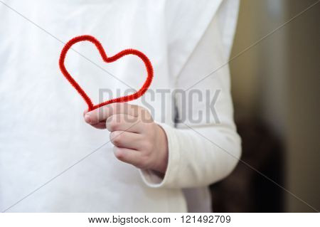 Red Fluffy Wire In The Form Of Heart In His Hand Girl