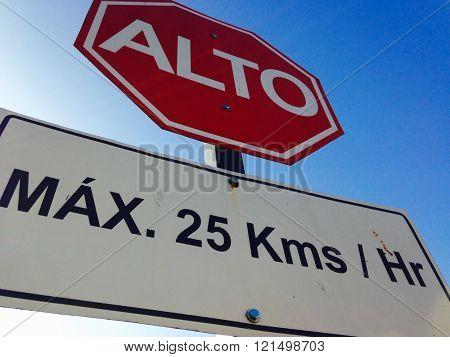 Stop sign in spanish