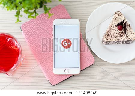Woman Holding Iphone6S Rose Gold With Social Service Google Plus