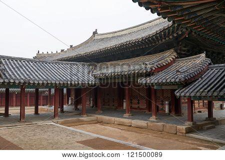 Roofed Corridor In Changgyeonggung.