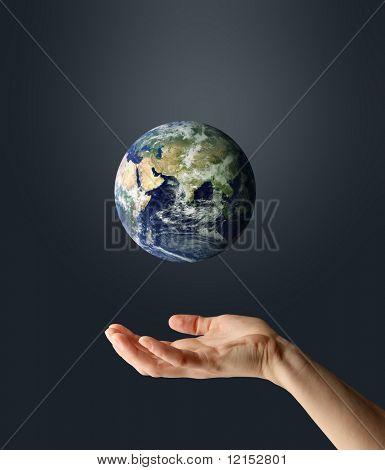 Постер, плакат: рука с планеты Земля, холст на подрамнике