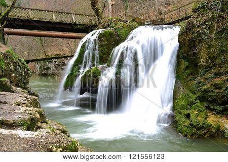 romania minis valley nera river bigar waterfalls