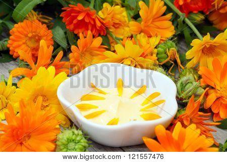 Natural Cosmetics from marigold
