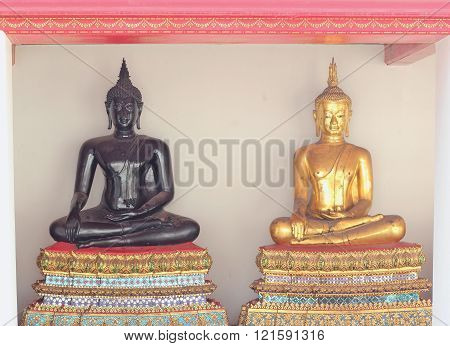 Black Buddha Statues And Gold Buddha Statues