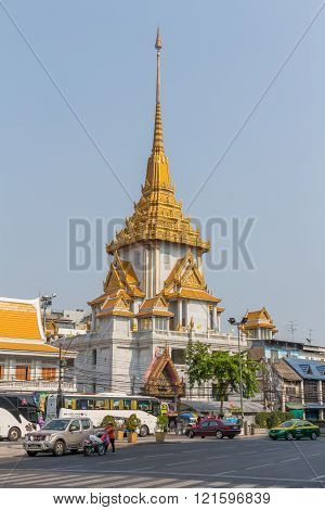 Wat Traimit temple