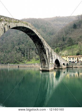 Vista da ponte do diabo em Borgo a Mozzano, Lucca
