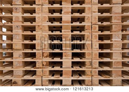 wooden pallets in stock