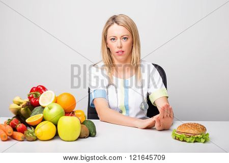 Health professional promoting to eat  healthy