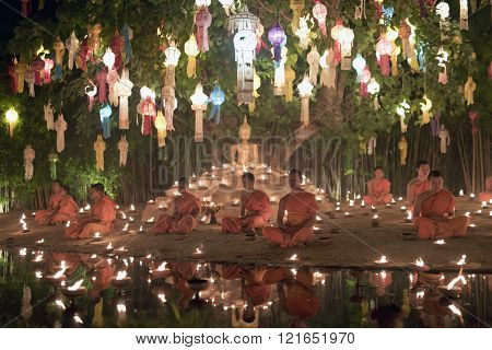 CHIANG MAI - THAILAND / 25.11.2015: Yi Peng Festival, Buddhist monk fire candles to the Buddha and floating lamp on November 24, 2015 in Phan Tao Temple, Chiang Mai, Thailand.