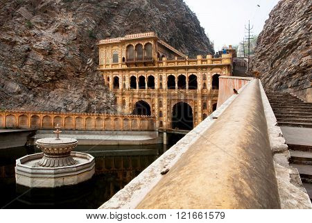 JAIPUR, INDIA - JAN 24: Sacred lake near the hidden 18th century temple Galta Ji - Monkey Temple - in mountains on January 24, 2015. Jaipur with population 6664000 people is a capital of Rajasthan
