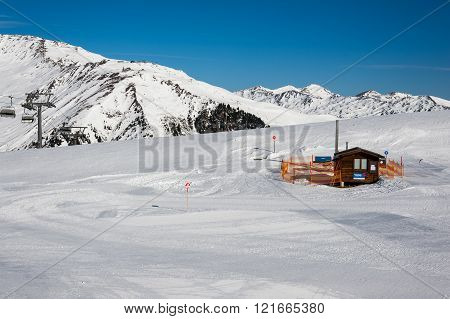 MAYRHOFEN, AUSTRIA :  MARCH 22, 2016:View of  small cottage in Mayrhofen Ski resort area with ski lifts, pistes and skiers. Zillertal Alps, Tirol.