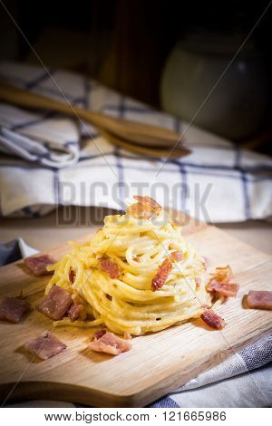 Spaghetti carbonara on wood table.