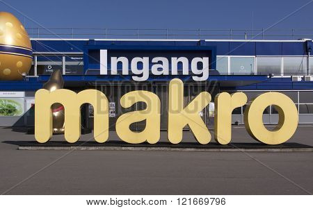 Makro Is A Cash And Carry Wholesale