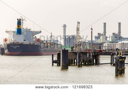 Rotterdam, Holland-april 15: tanker jetty and waiting for loading in the EuroPort of Rotterdam april 15, 2013 Rotterdam, Holland.