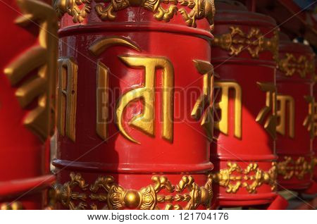 Drums Mantras (ispolnyayut Desire)