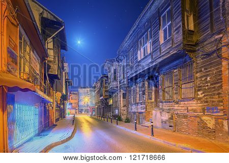 Old streets of Istanbul by night