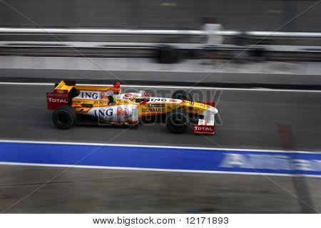 Sepang, MALAYSIA - 5 April: ING Renault's Fernando Alonso in action at the 2009 F1 Petronas Malaysian Grand Prix. 5 April 2009 in Sepang International Circuit Malaysia.