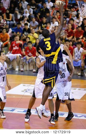 KUALA LUMPUR - DECEMBER 13: KL Dragons defends an attack by Thailand Tigers' Chaz Briggs in the ASEAN Basketball League match. December 13, 2009 in Kuala Lumpur.