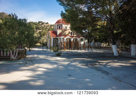 Small church at the side of the road at Rodos