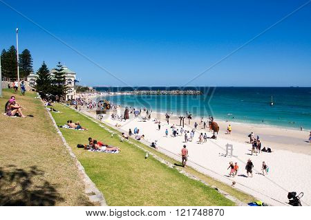 COTTESLOE,WA,AUSTRALIA-MARCH 12,2016:  Tourists and sculptures line the Indian Ocean coast line at