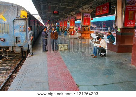 JAIPUR, INDIA - NOVEMBER 15: Unidentified people wait for the train at Jaipur Junction Railway Station on November 15, 2014 in Jaipur, India. Jaipur station alone deals with 35,000 passengers in a day.