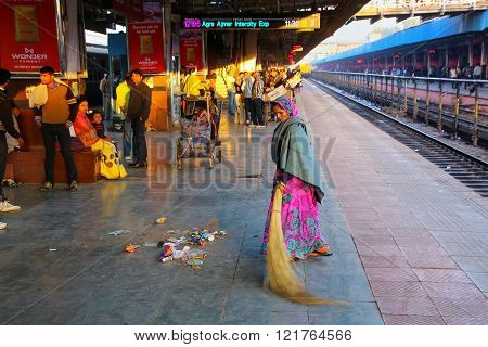 Jaipur, India - November 15: Unidentified Woman Sweeps At Jaipur Junction Railway Station On Novembe