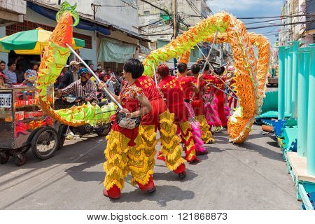 HO CHI MINH VILLE, VIETNAM, FEBRUARY 26, 2015 : Acrobats performing the traditional Lion dance for the Chinese new year in the Chinatown district in Ho Chi MInh (Saigon), Vietnam