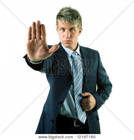 Un hombre en un traje de parar algo o dar una advertencia