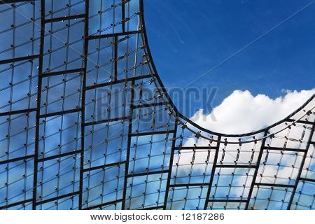Detail der das Glasdach des Olympia-Stadions In München