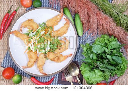 Batter Fried Shrimp and spicy salad Thaifood